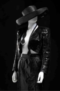 Mame Moda Iconica, a Torino l'omaggio a Yves Saint Laurent. Smoking Yves Saint Laurent