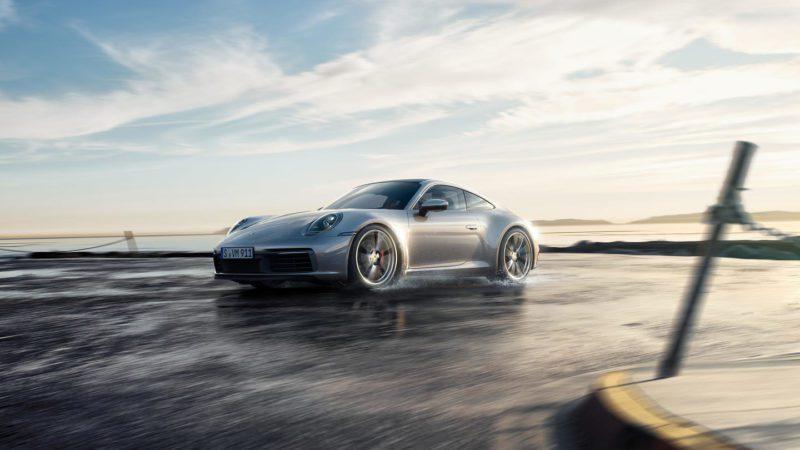 nuova Porsche 911 con controllo di trazione e quattro ruote motrici