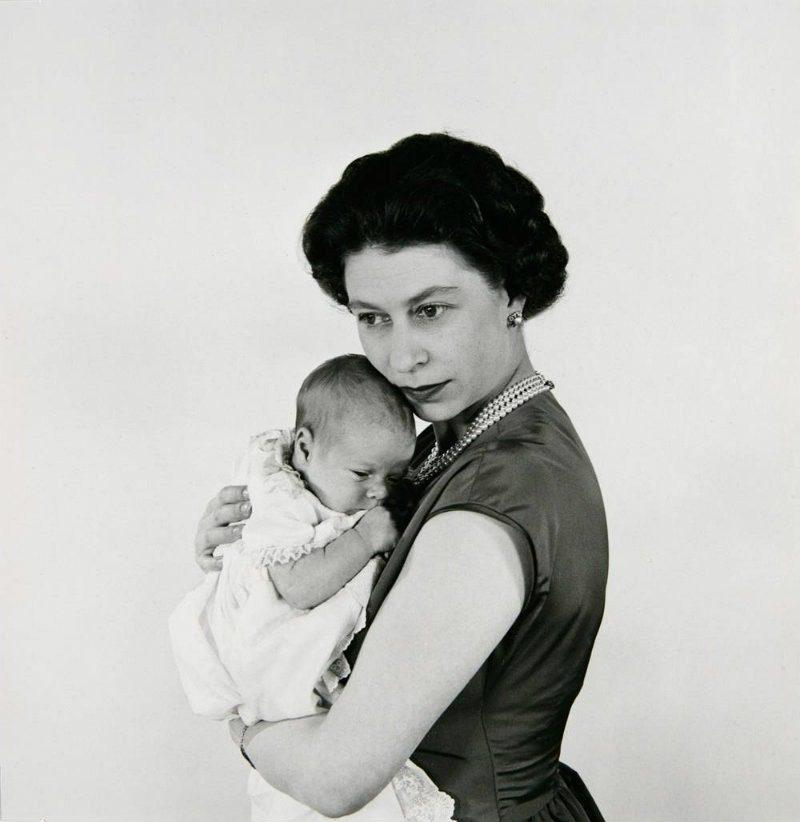 Cecil Beaton, dal fotogiornalismo al cinema. Elisabetta II e principe Andrew