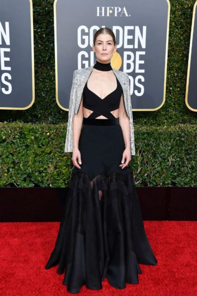 Golden Globe 2019, i look del red carpert. Rosamunde Pike