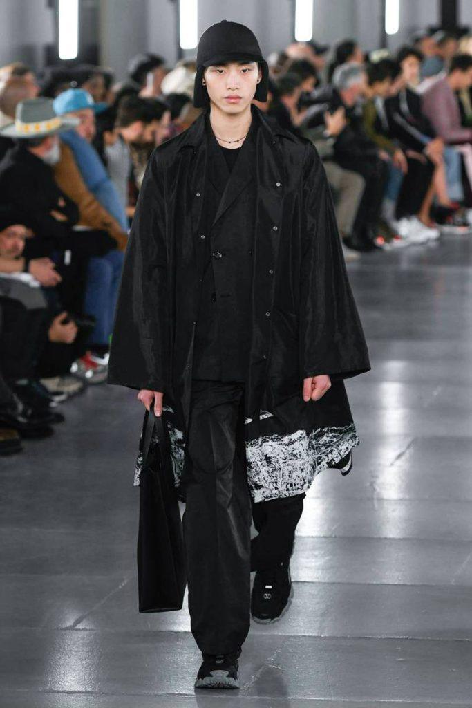 Valentino Uomo 2019 tra street-couture e co-lab. Look actiwear