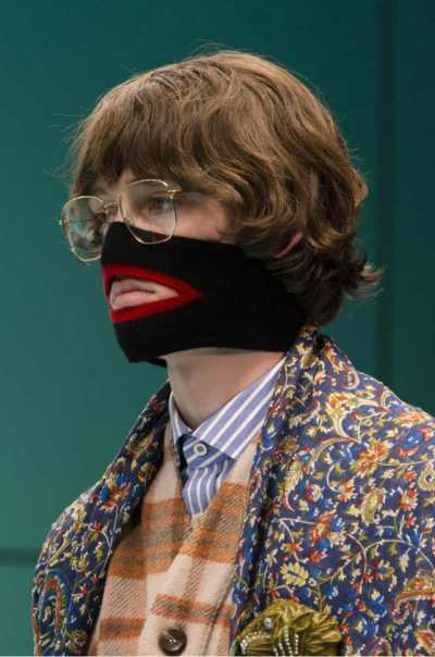 Gucci accusata di blackface per un maglione. maschera Gucci blackface