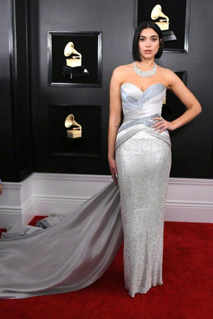 Look Grammy Awards 2019, il meglio del red carpet. Dua Lipa in Atelier Versace
