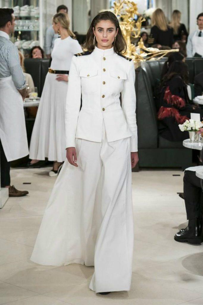 Ralph Lauren spring 2019 in uniformi sensuali. Giacca uniforme