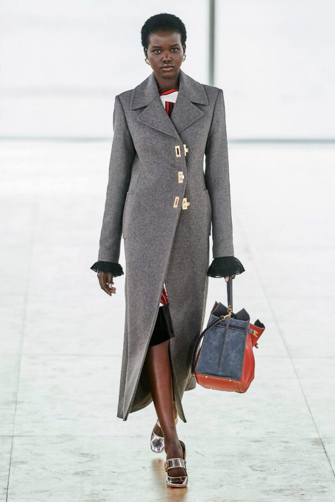 Tory Burch fall 2019 e il Black Montain College. Over coat