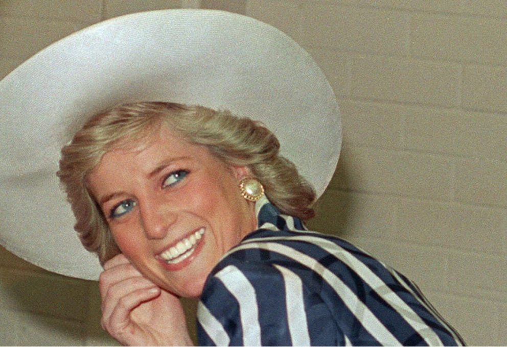 LADY DIANA IN MOSTRA A KENSINGTON PALACE