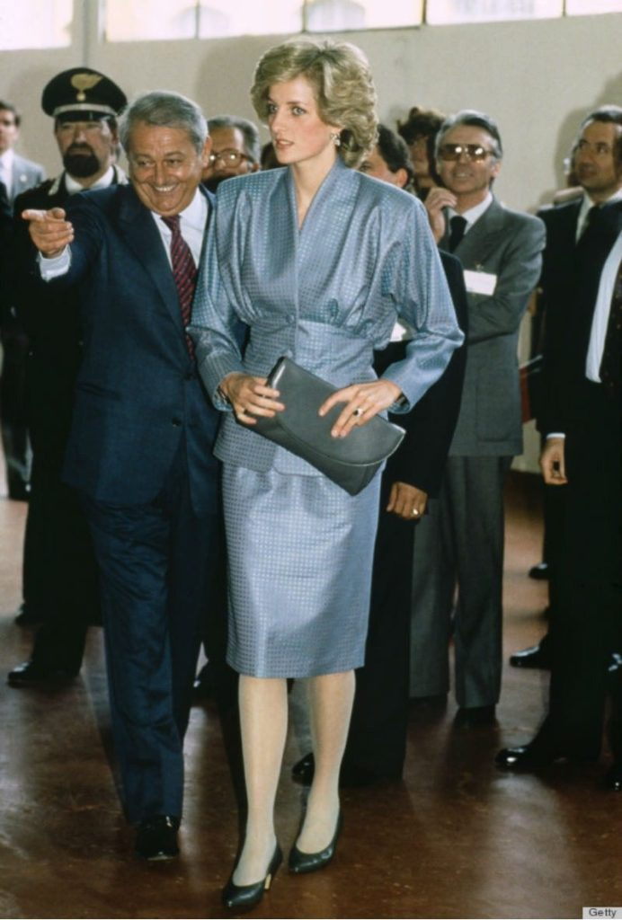 Lady Diana in mostra a Kensington Palace. Lady D look formale