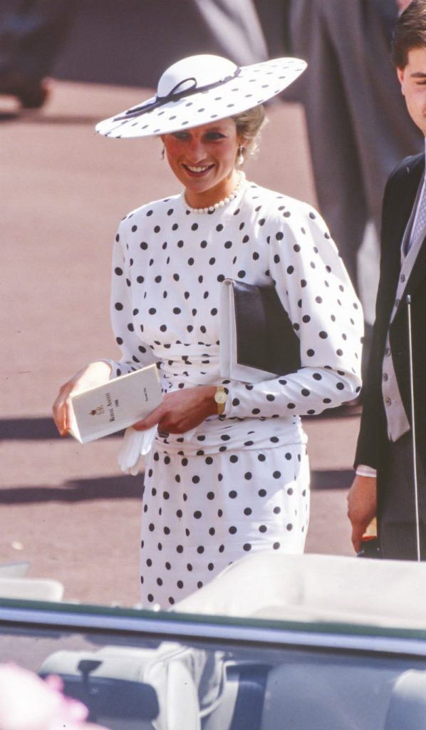 Lady Diana in mostra a Kensington Palace. Diana total look a pois