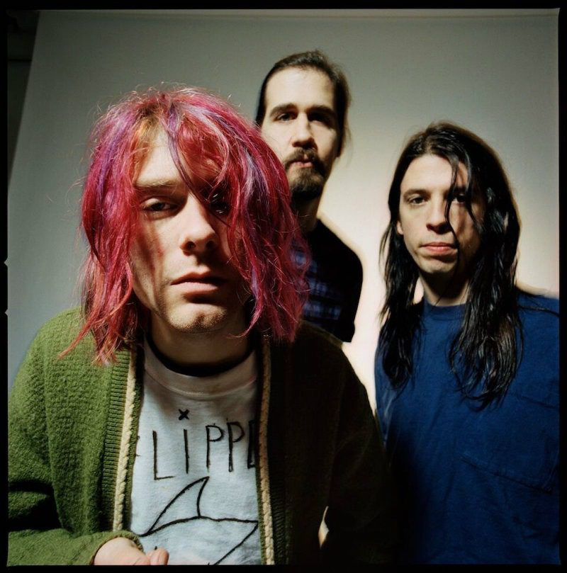Kurt con capelli fucsia