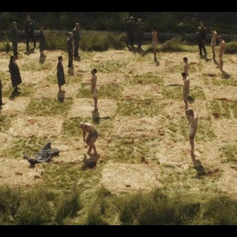 Hunters scena Auschwitz scacchiera