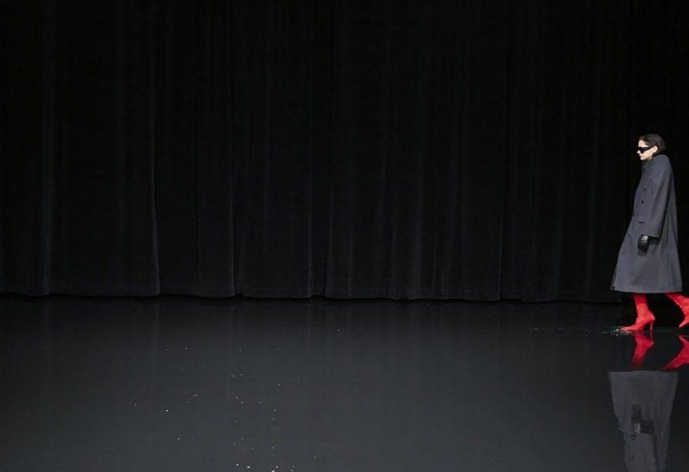 BALENCIAGA PARIS 2020: LA MODA CAMMINA SULL'ACQUA