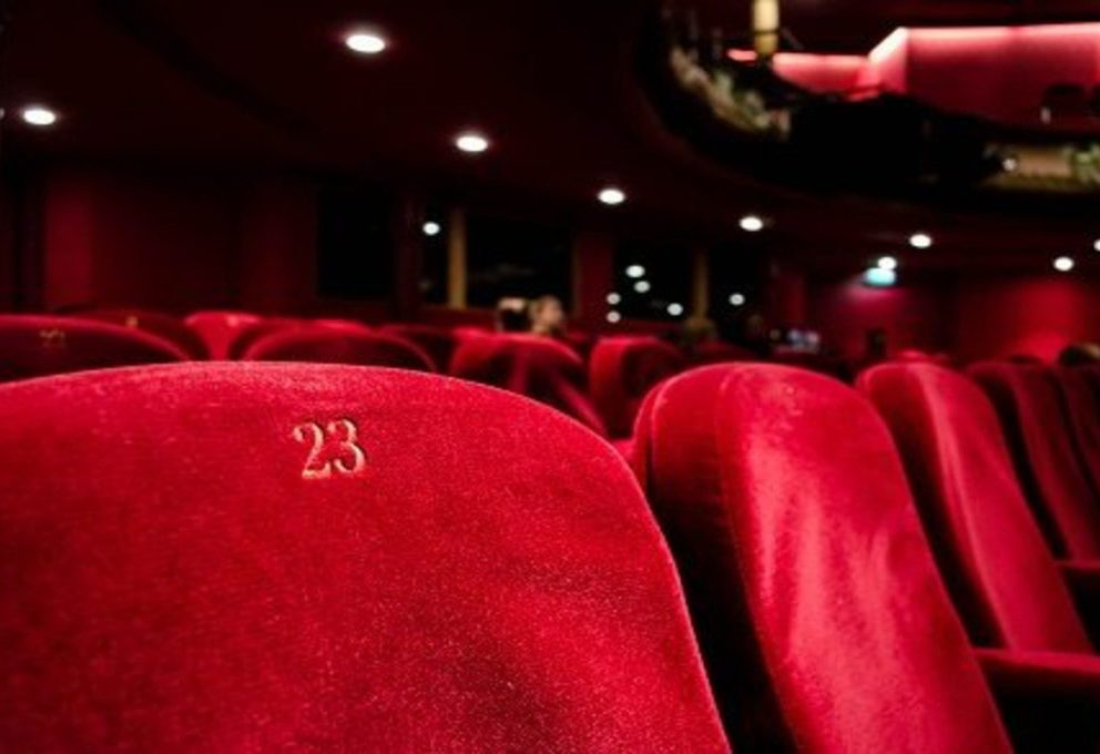 Covid: chiusi teatri e cinema, ma è polemica