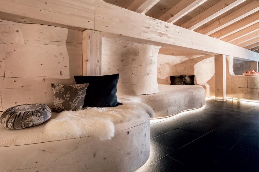 """Direkt neben der Sauna ruht ihr euch in """"the rest coves"""", den organisch geformten Ruhe-Kojen, prächtig aus."""