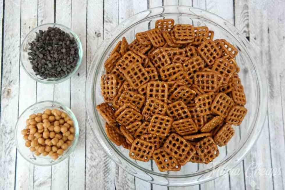 Salted Caramel Pretzel Snack Mix Ingredients