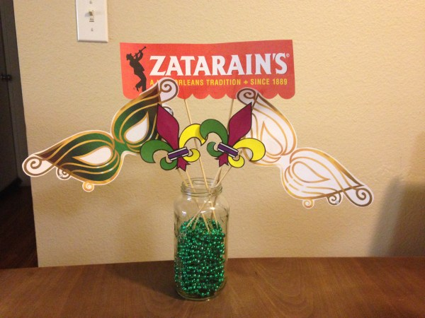 Mama Chit Chat: Mardi Gras Party Centerpiece