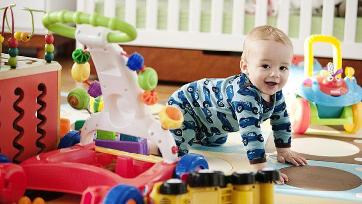 Jogar Brinquedos No Chão