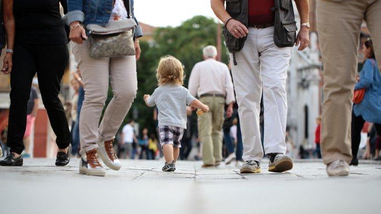 Como Uma Criança Perdida Pode Encontrar Os Pais?