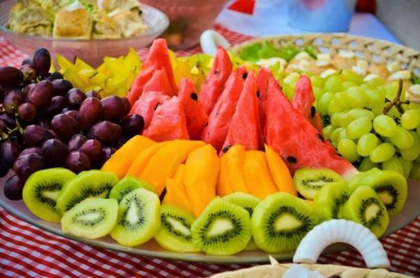 frutas em festa de aniversário piquenique