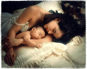 dormir de conchinha com a mãe