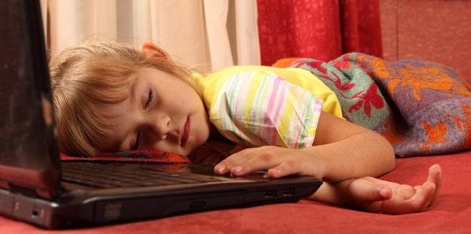 Criança viciada em computador: tem como evitar?