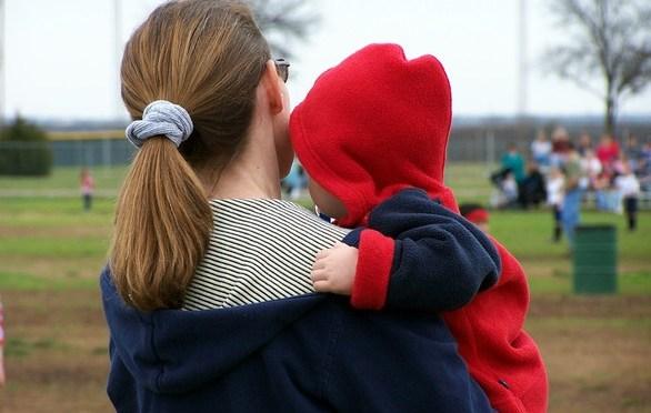 Como cuidar do bebê sem prejudicar sua coluna