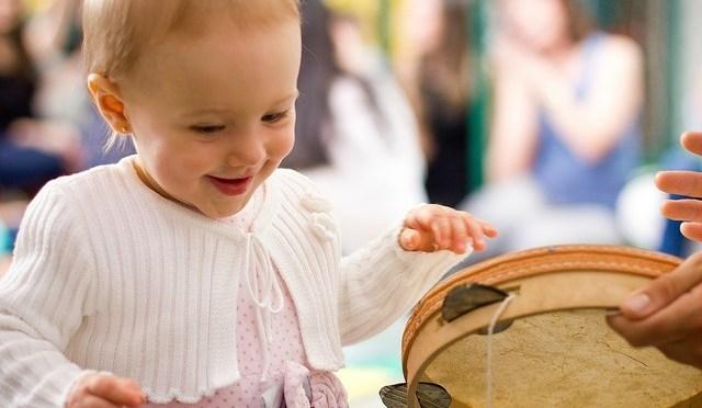 Histórias cantadas: aprenda a contar histórias com música para seu filho