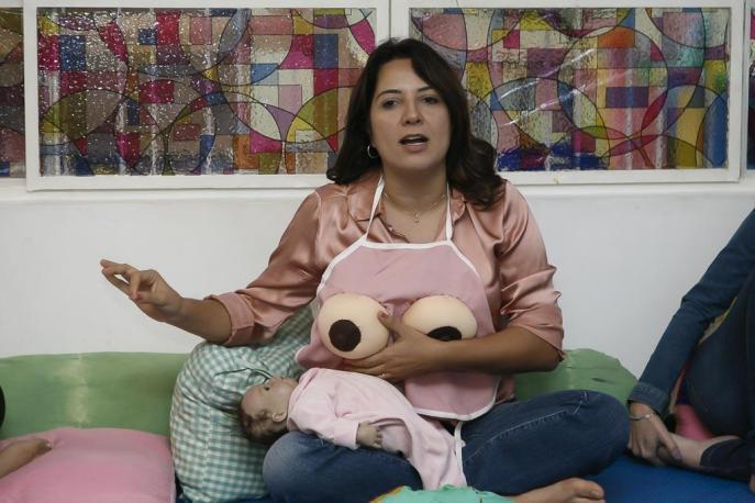 Luciana Herrero mostra amamentacao