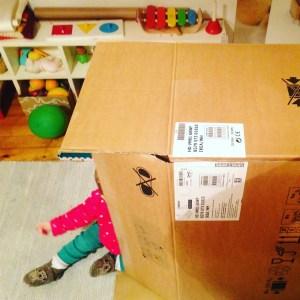 casita de carton reciclada DIY mamá extraterrestre herramientas necesarias caja ikea