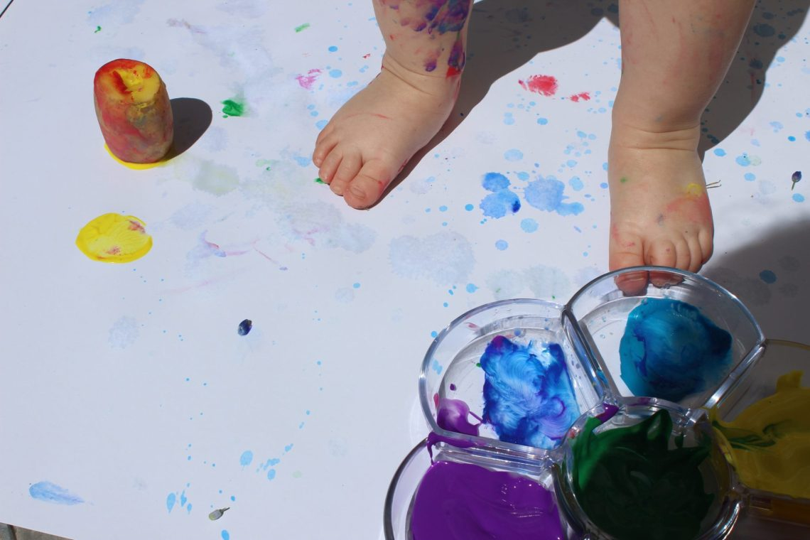 mama extraterrestre arte para bebes 5 proyectos gran formato lienzo arte procesual temperas niños decoracion