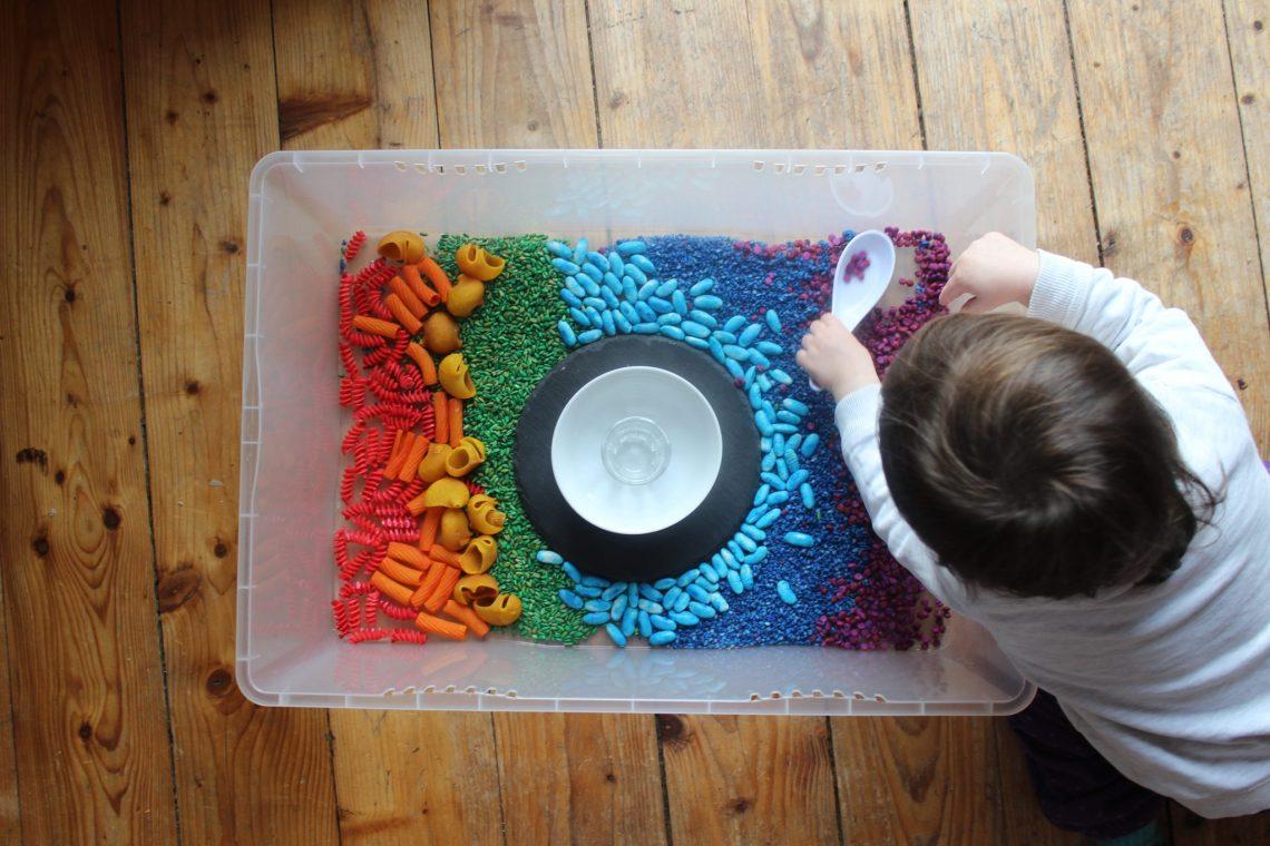 arroz arco iris teñido colores pasta sensorial mama extraterrestre colorantes alimentarios