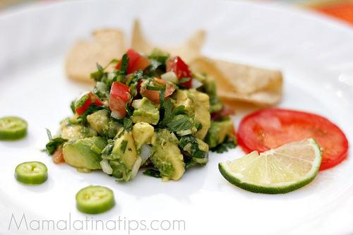 Guacamole tradicional by MamaLatinaTips.com