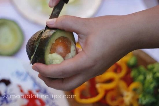 avocado_peeling_mamalatinatips