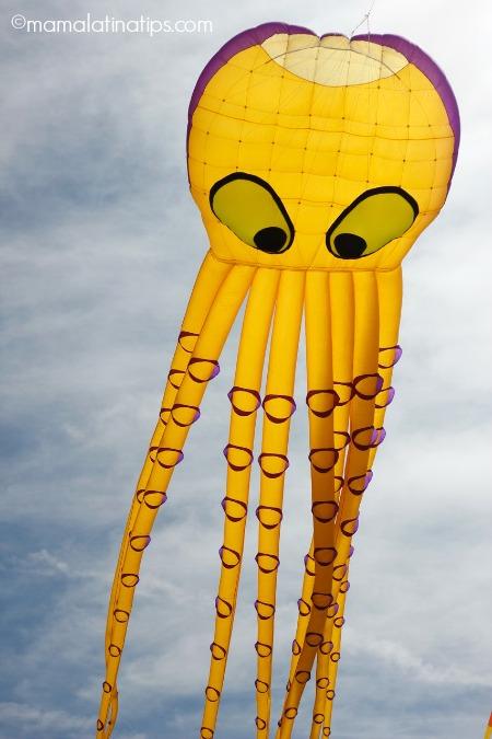 octopus kite - mamalatinatips.com