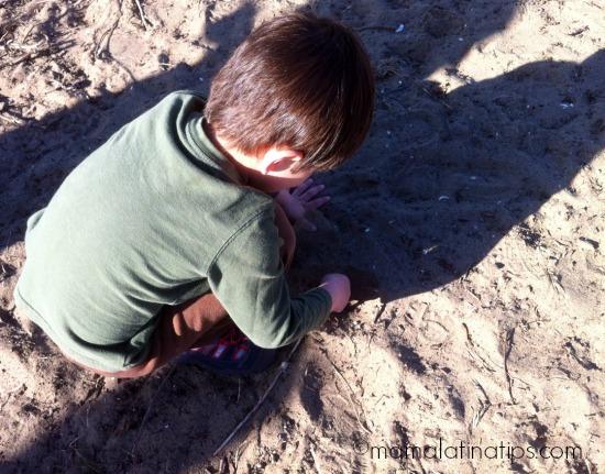 Kid in the beach by mamalatinatips.com