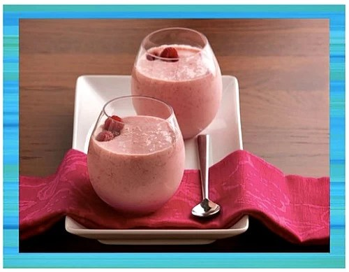 raspberry smoothies - teen beach inspired party - mamalatinatips.com