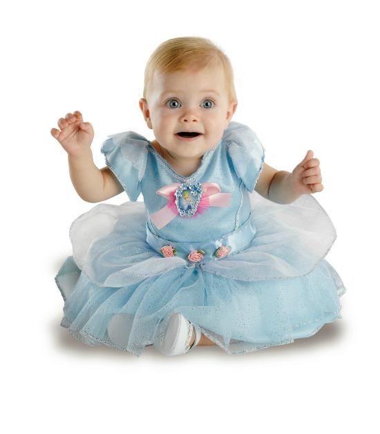 Halloween costume Cinderella - mamalatinatips.com