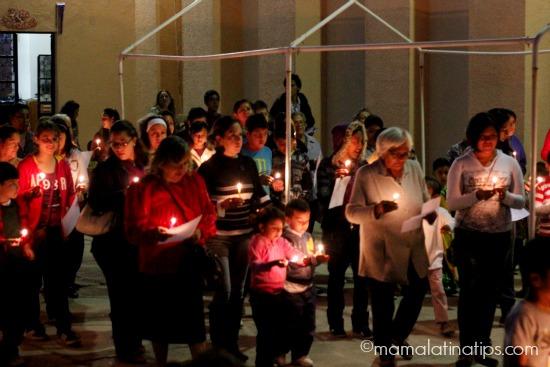 People celebrating Las Posadas - mamalatinatips.com