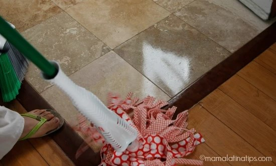 mopping floors - mamalatinatips.com