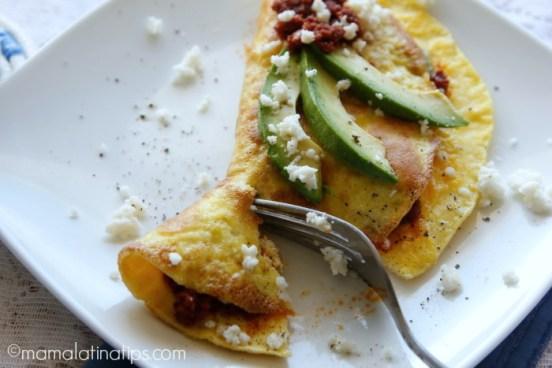 chorizo omelet - mamalatinatips.com