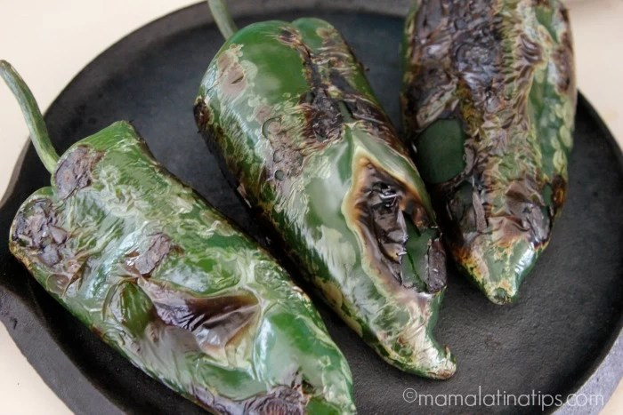 How to peel poblano peppers by mamalatinatips.com