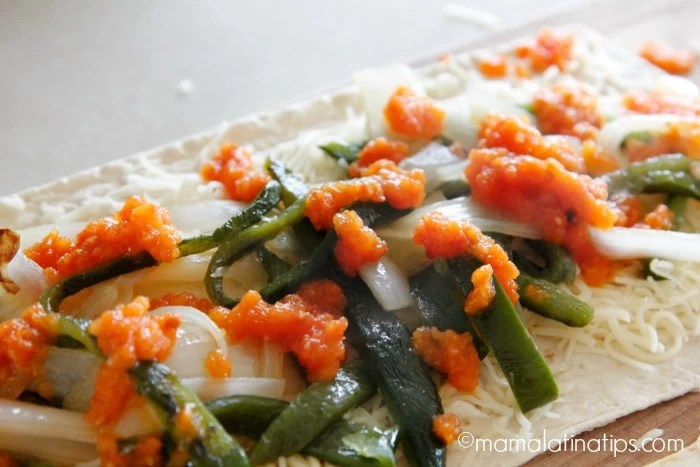 Chile relleno pizza with sauce by mamalatinatips.com