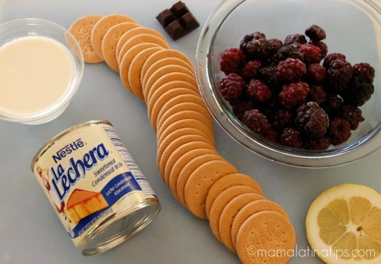 La Lechera, crema para batir, galletas marías, zarzamoras, chocolate y limón.