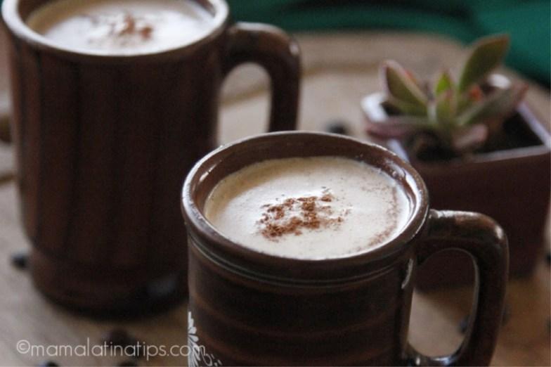 Two cups of Mexican café con leche