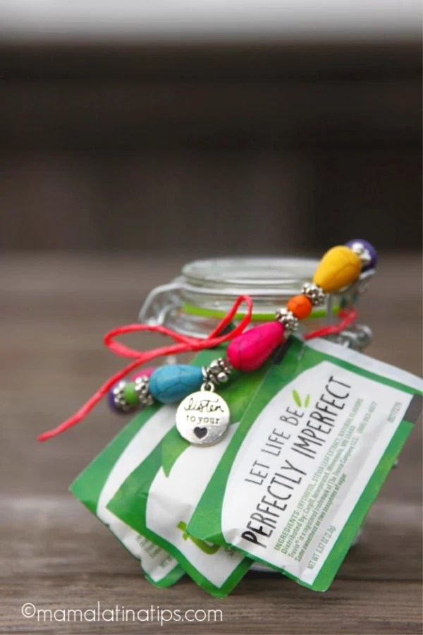 Jar with a cinnamon spiced tea mix, bracelet and truvía packets