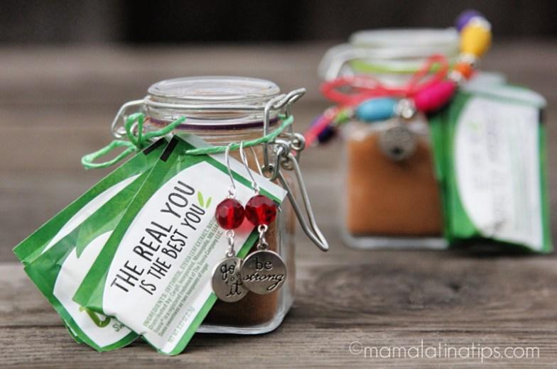 Jar with a cinnamon spiced tea mix, earrings and truvía packets