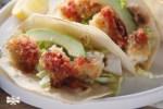 Tacos de pescado empanizados con salsa de chipotle