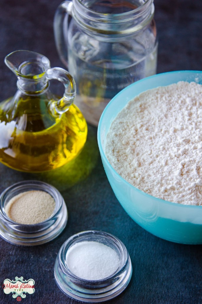harina, aceite, agua, sal y levadura