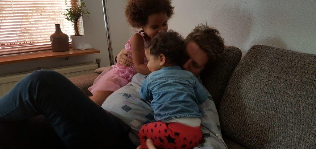 papa met 2 kindjes