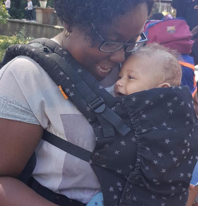 Je newborn zonder verkleiner dragen in een Tula draagzak  | Tula Free to Grow review