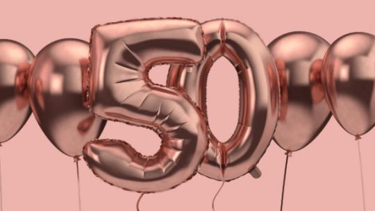 50 jaar: een echte mijlpaal! Meestal wordt het feestje voor een Sarah of Abraham groots gevierd. In deze blog 5 tips om Sarah of Abraham te verrassen.